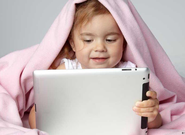 как гаджеты отупляют с младенчества