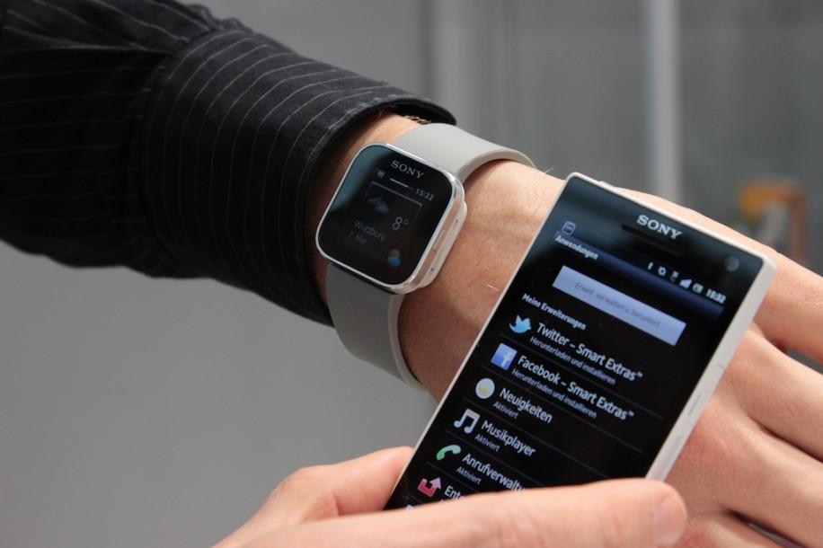Синхронизация смарт-часов с телефоном.