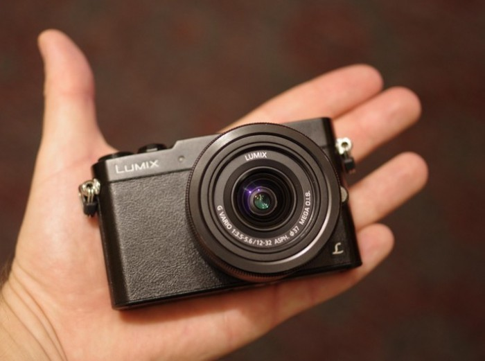 Компактный беззеркальный фотоаппарат.