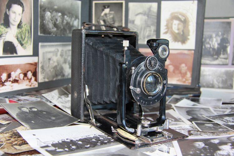 Старый фотоаппарат.