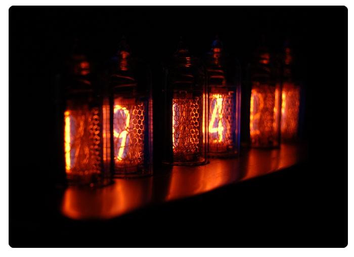 Парящие ламповые часы