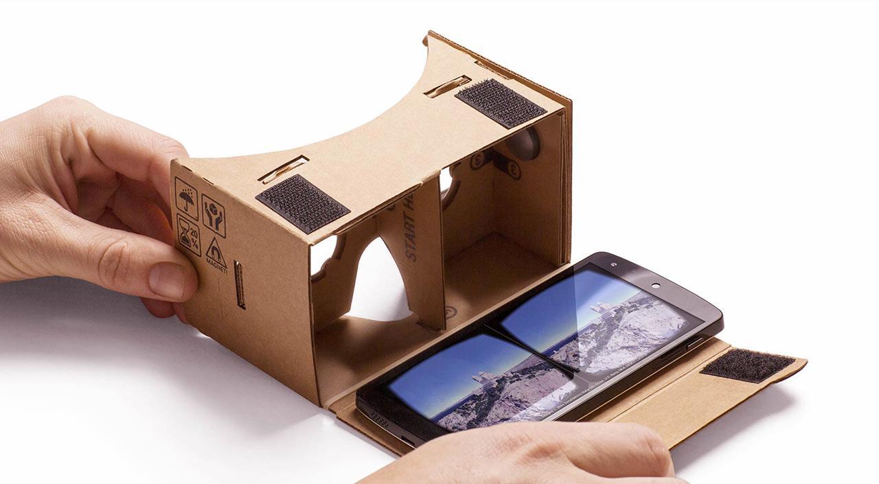Очки Google Cardboard.