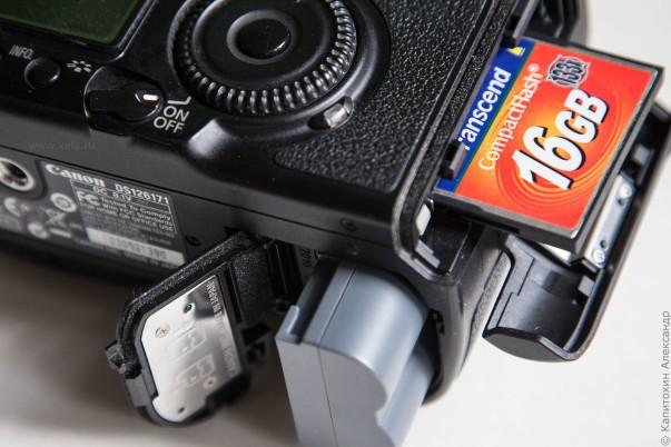Фотоаппарат с картой памяти.