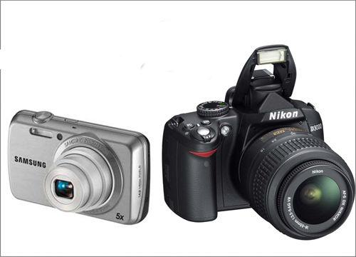 Зеркальный и компактный цифровой фотоаппарат.