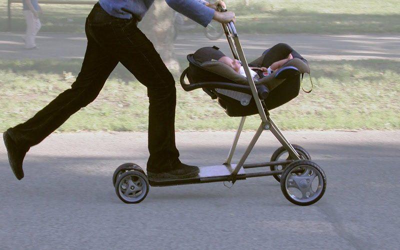 Детская коляска самокат.