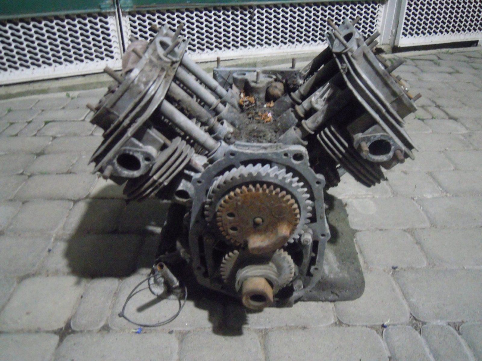 Редкий вариант двигателя: V4