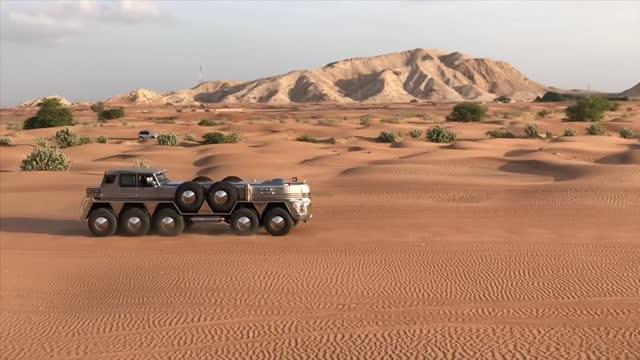 Гибрид автомобиля и паровоза на десяти колёсах