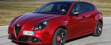 Alfa Romeo Giulietta красная