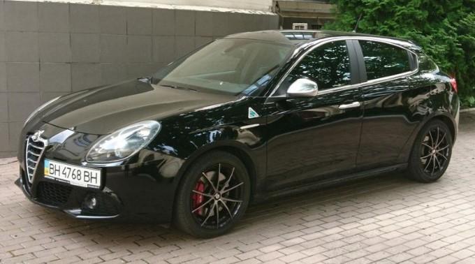 черная Alfa Romeo Giulietta