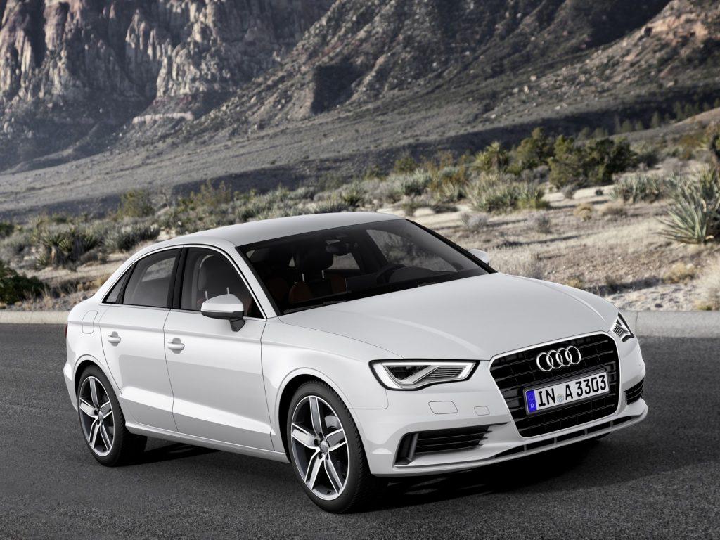 Audi A3 Sedan в движении.