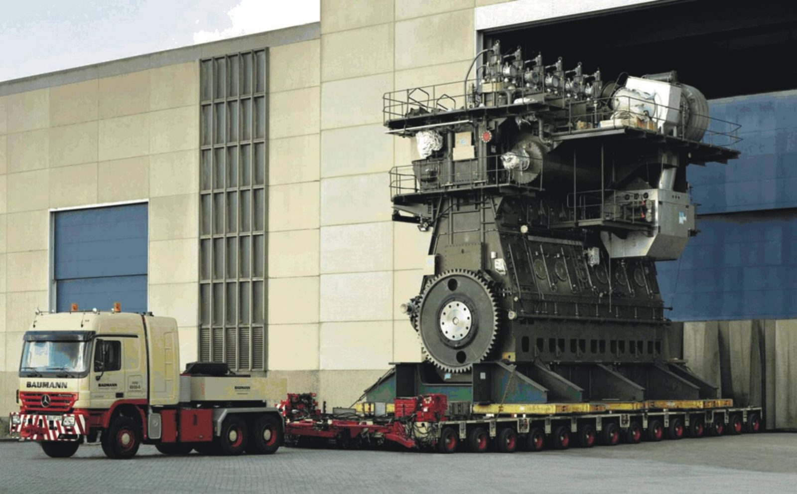Самый большой и мощный двигатель