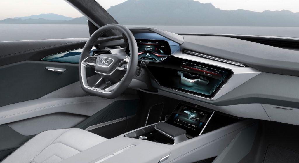 Audi E-Tron внутри.
