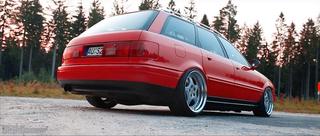Audi S2 вид сзади.