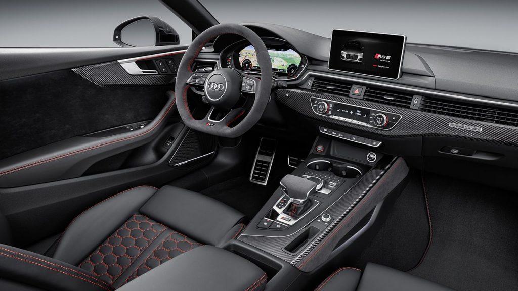 Внутри Audi RS5.