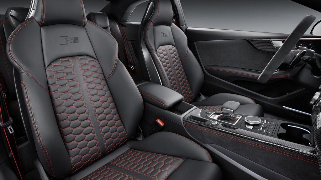 Салон Audi RS5.