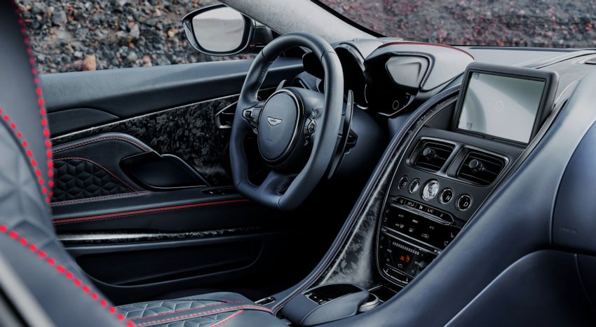 Внутри Aston Martin DBS Superleggera.