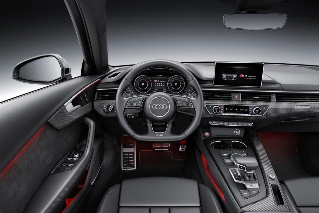 Audi S4 руль.