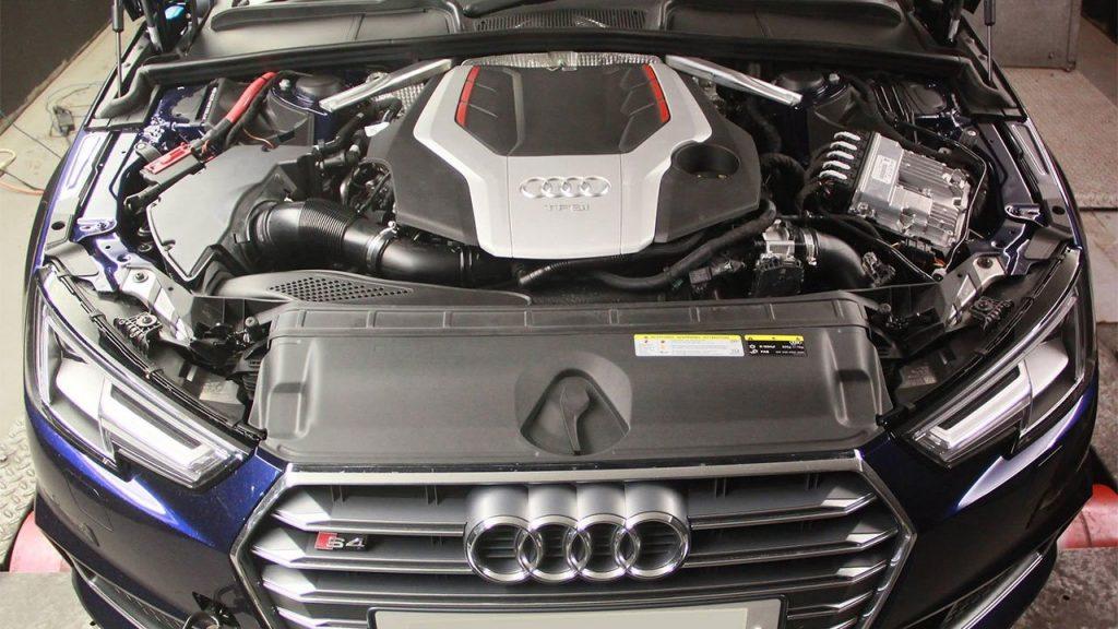 Audi S4 под капотом.
