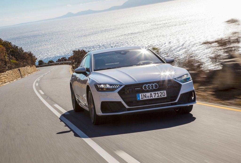 Audi A7 в движении.