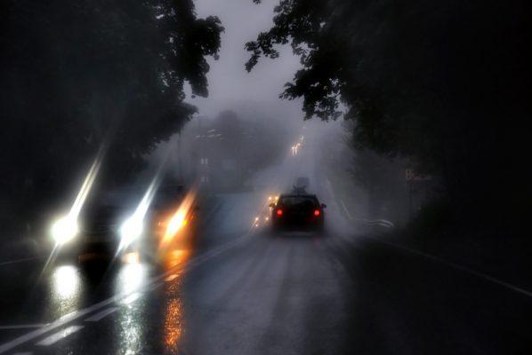Что будет, если в автомобиль попадёт молния