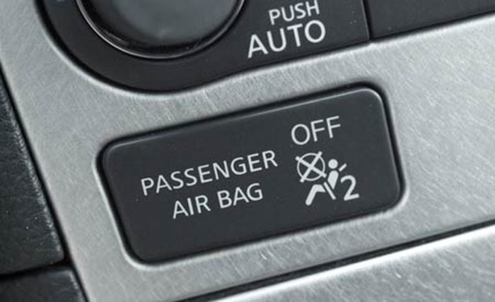 Кнопка блокировки подушек безопасности