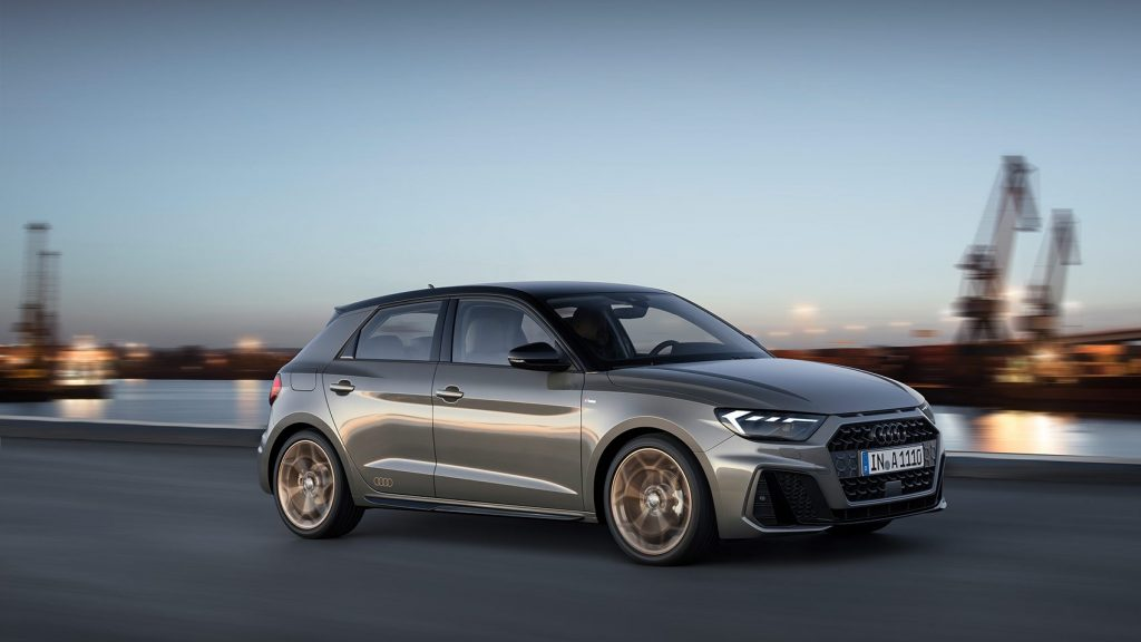 Audi A1 в движении.