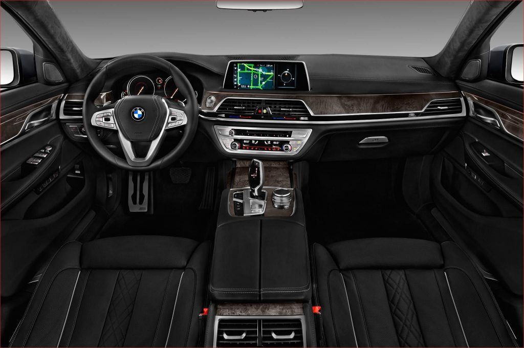 BMW 740i салон.