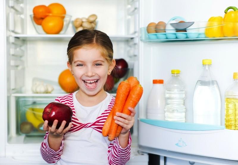 холодильник, девочка