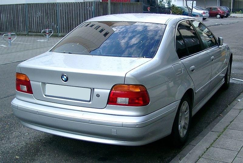 BMW E39 540 сзади.