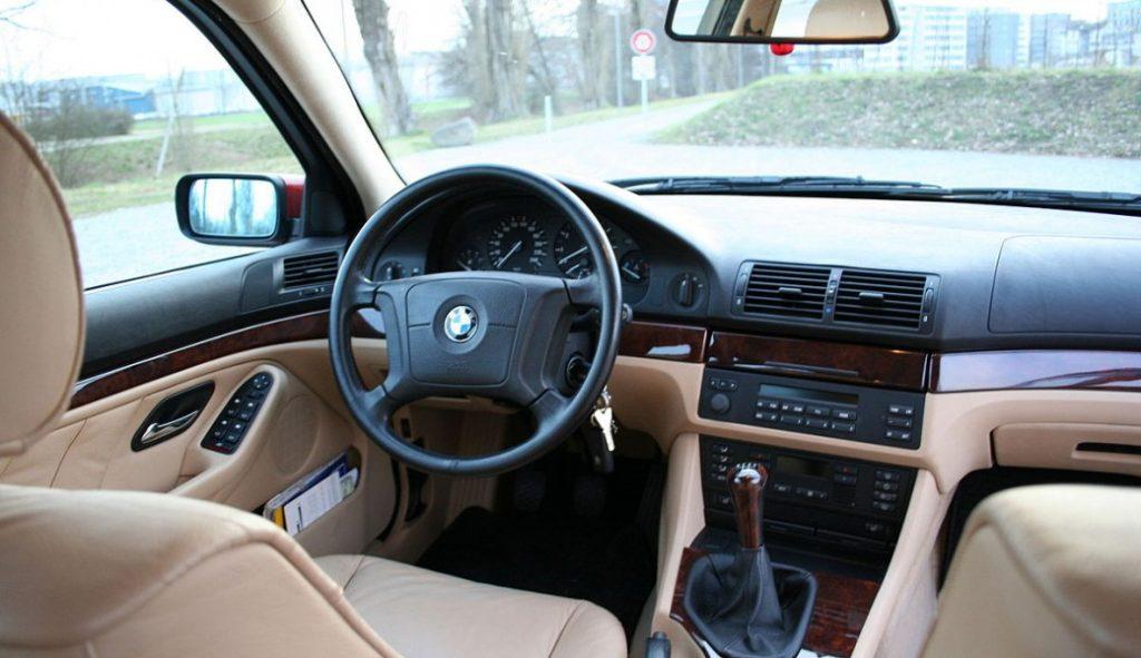 BMW E39 540 салон.
