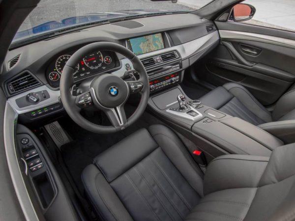 BMW M5 F10 внутри.