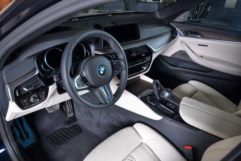 BMW 540i G30 салон.