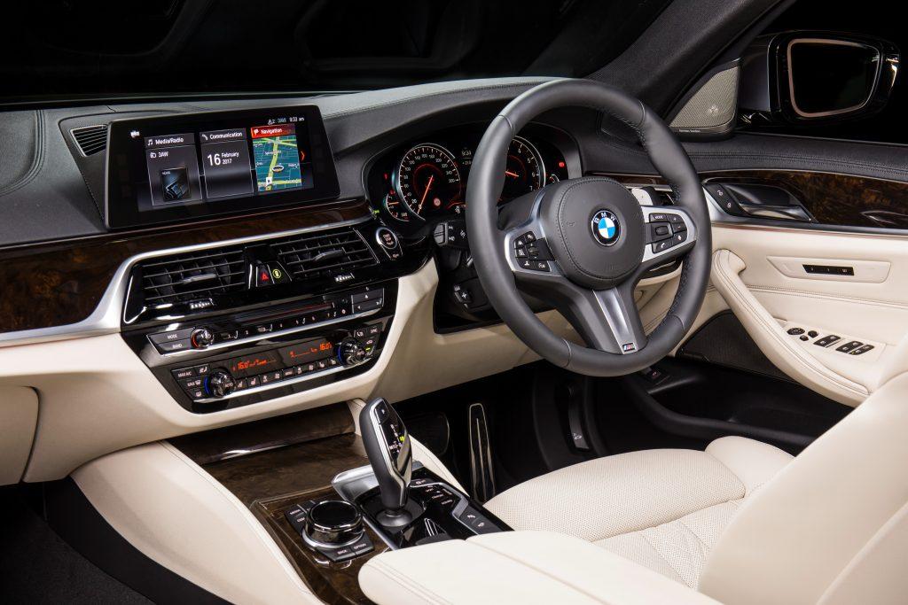 Интерьер BMW 530i.