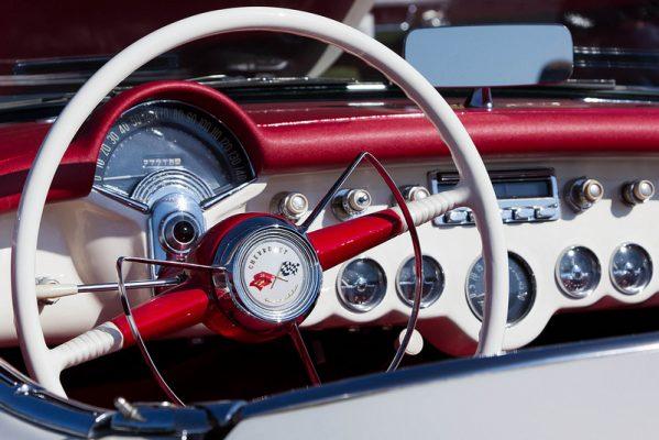 10 самых необычных приборных панелей авто