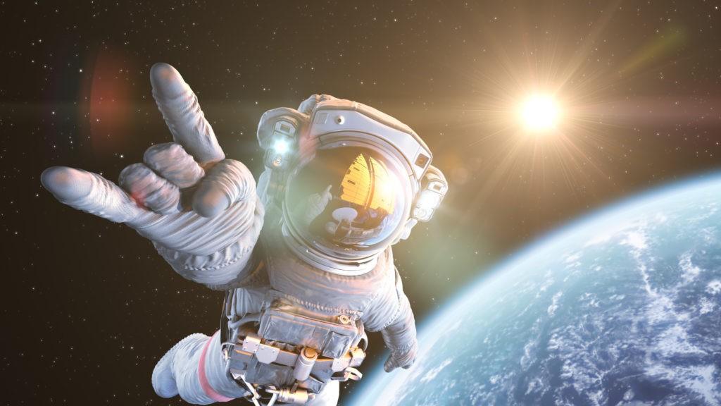 космонавт и солнцце