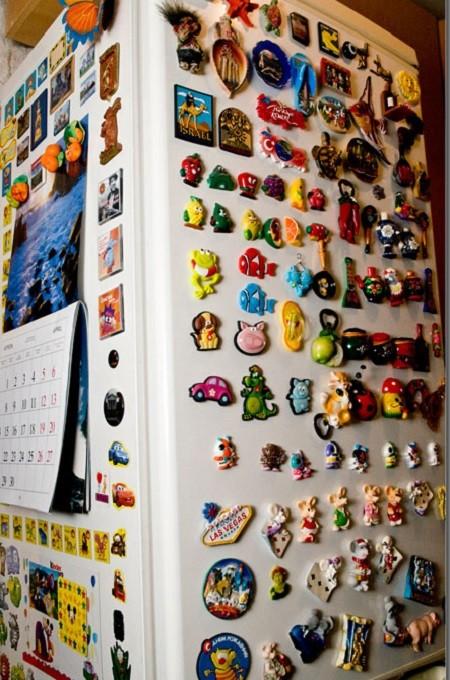 Почему нельзя вешать магниты на холодильник?