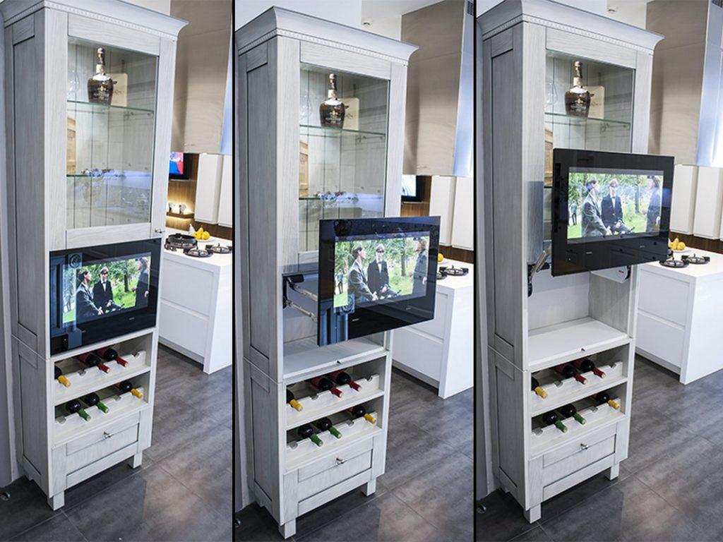 телевизор на кранштейне