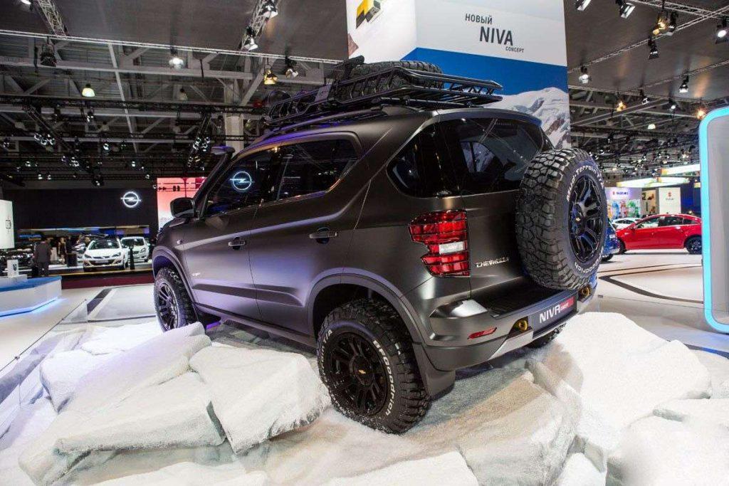 Chevrolet Niva сзади.