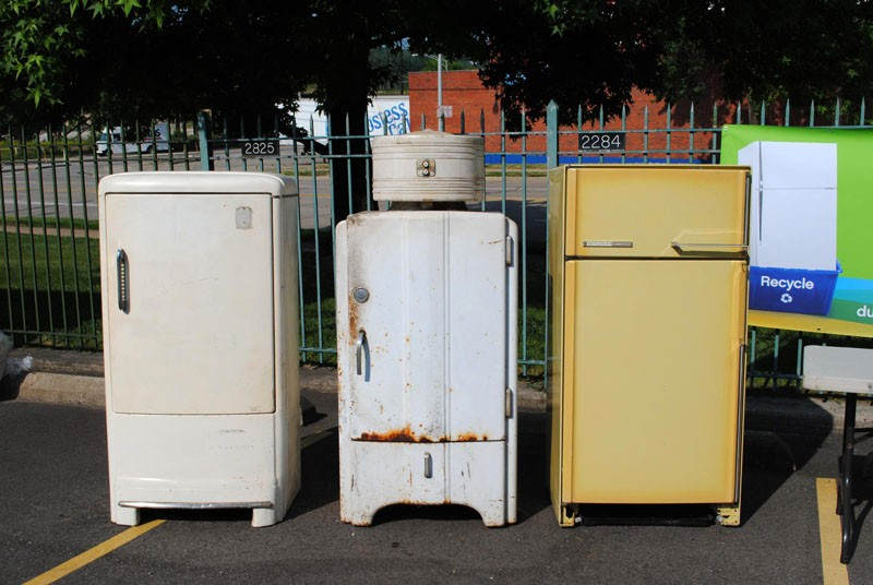 Идеи, что можно сделать из старого холодильника