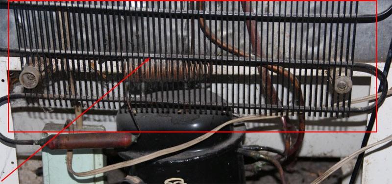Водонагреватель из деталей старого холодильника.