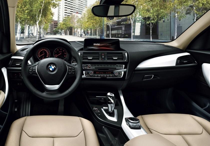 BMW 118i салон.