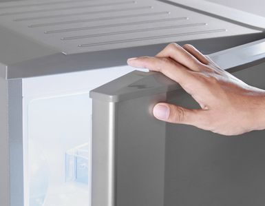 Как отрегулировать дверь холодильника