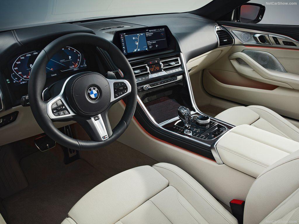 BMW M850i xDrive салон.