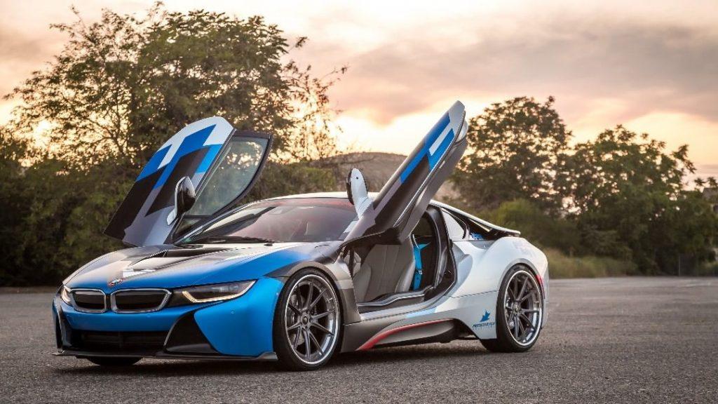 BMW i8 сбоку.