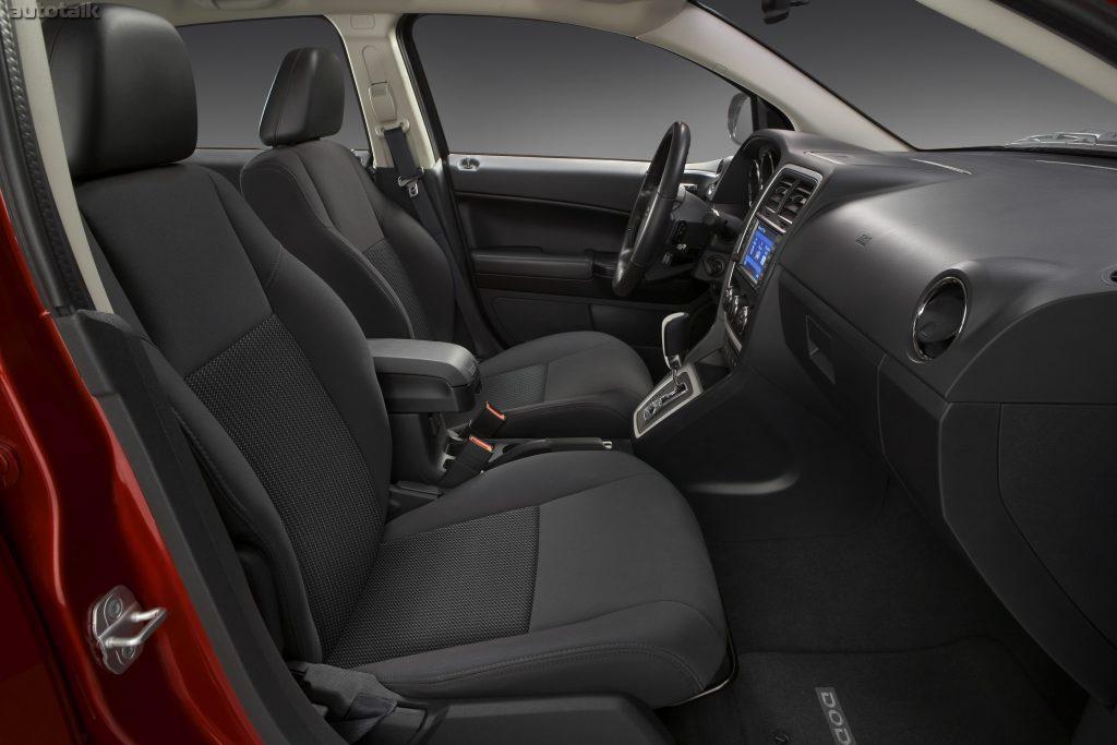 Dodge Caliber салон.