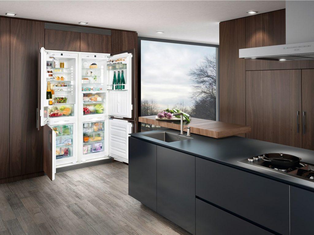 Открытый холодильник Side by side.