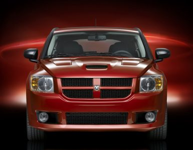 Dodge Caliber вид спереди.