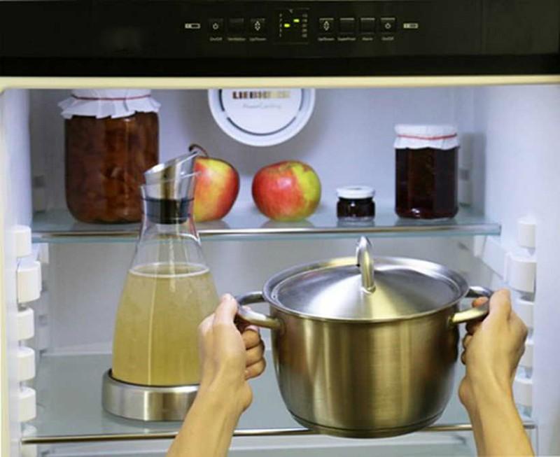 Кастрюля в холодильнике
