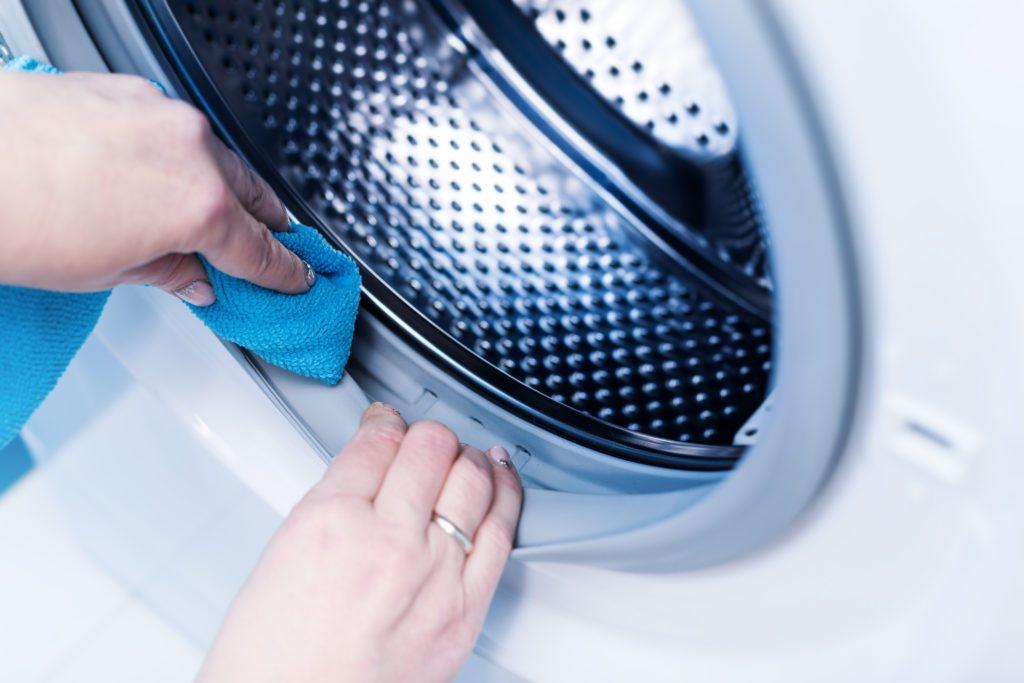 Ежедневная очистка стиральной машинки.