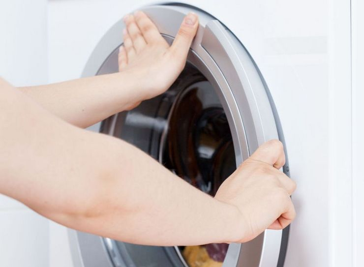Не открывается дверь стиральной машины.